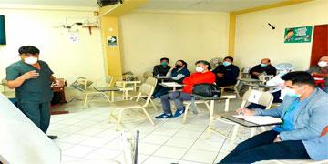 NOTA 107-DIRECTOR DEL HOSPITAL SE REÚNE CON LOS JEFES DE LAS MICRO REDES DE SALUD.